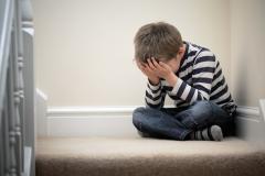 Kindermishandeling kost miljarden door additioneel zorggebruik en ziekteverzuim