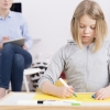 Minister Slob wil betere begeleiding voor hoogbegaafd kind