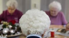 Kabinet moet prioriteit geven aan zorgkosten en ouderenzorg