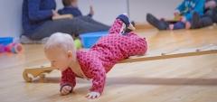 De pedagogiek van Emmi Pikler: 'Geef een kind de ruimte en je krijgt er blijdschap voor terug'